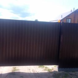 """""""Забор с автоматическими откатными воротам из профлиста"""""""
