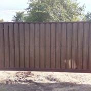 """Забор из металлического штакетника """"шахматка"""" с откатными воротами и калиткой"""