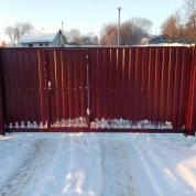 Забор из профлиста с откатными воротами и автоматикой