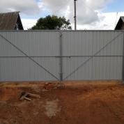 Забор из Профлиста с распашными воротами