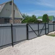 Ворота  распашные из профлиста , рядом стоящая калитка