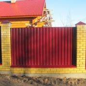 Забор из профлиста RAL 3005 (красный)
