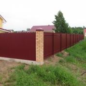 Забор из фигурного профлиста